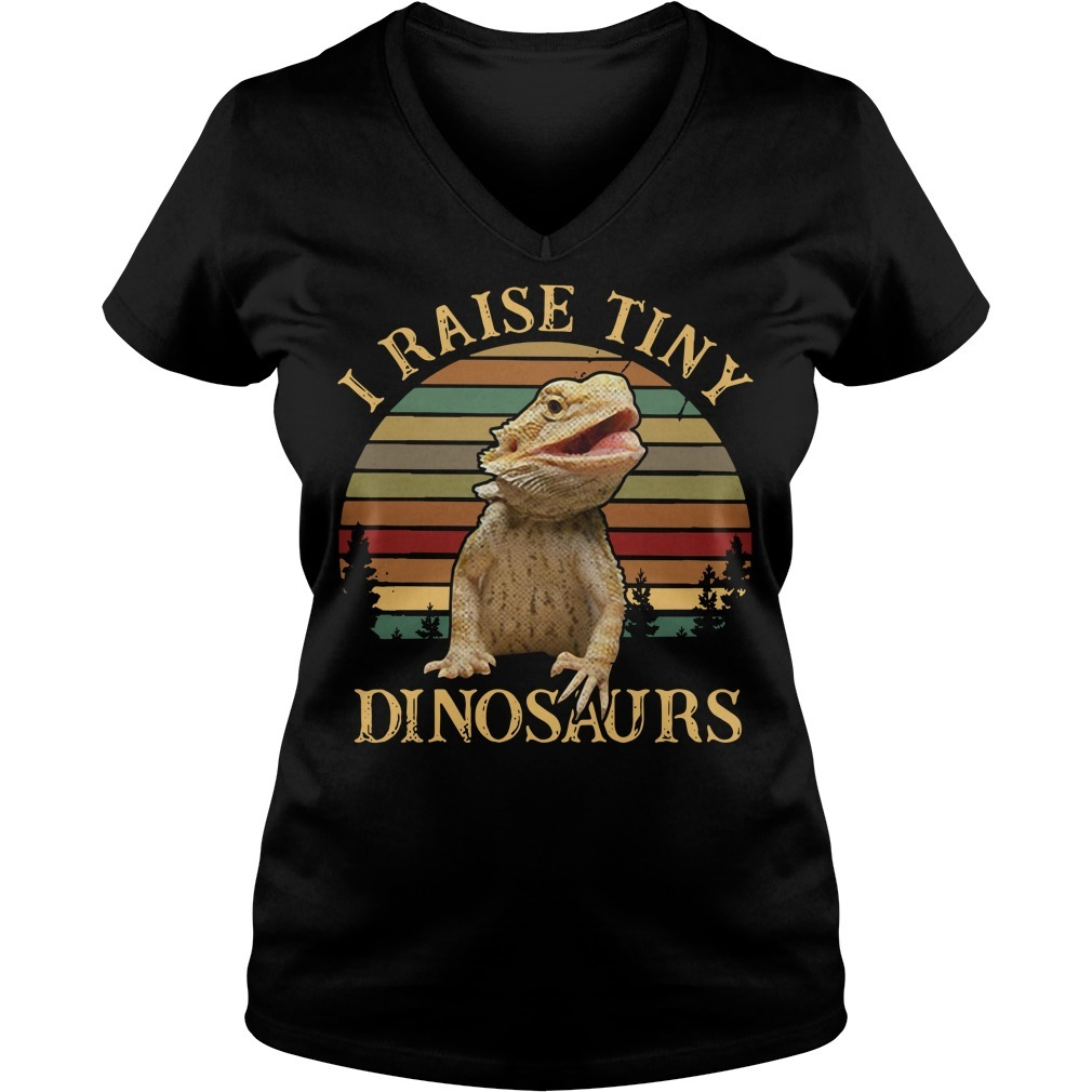 I raise tiny dinosaurs bearded dragon vintage V-neck T-shirt