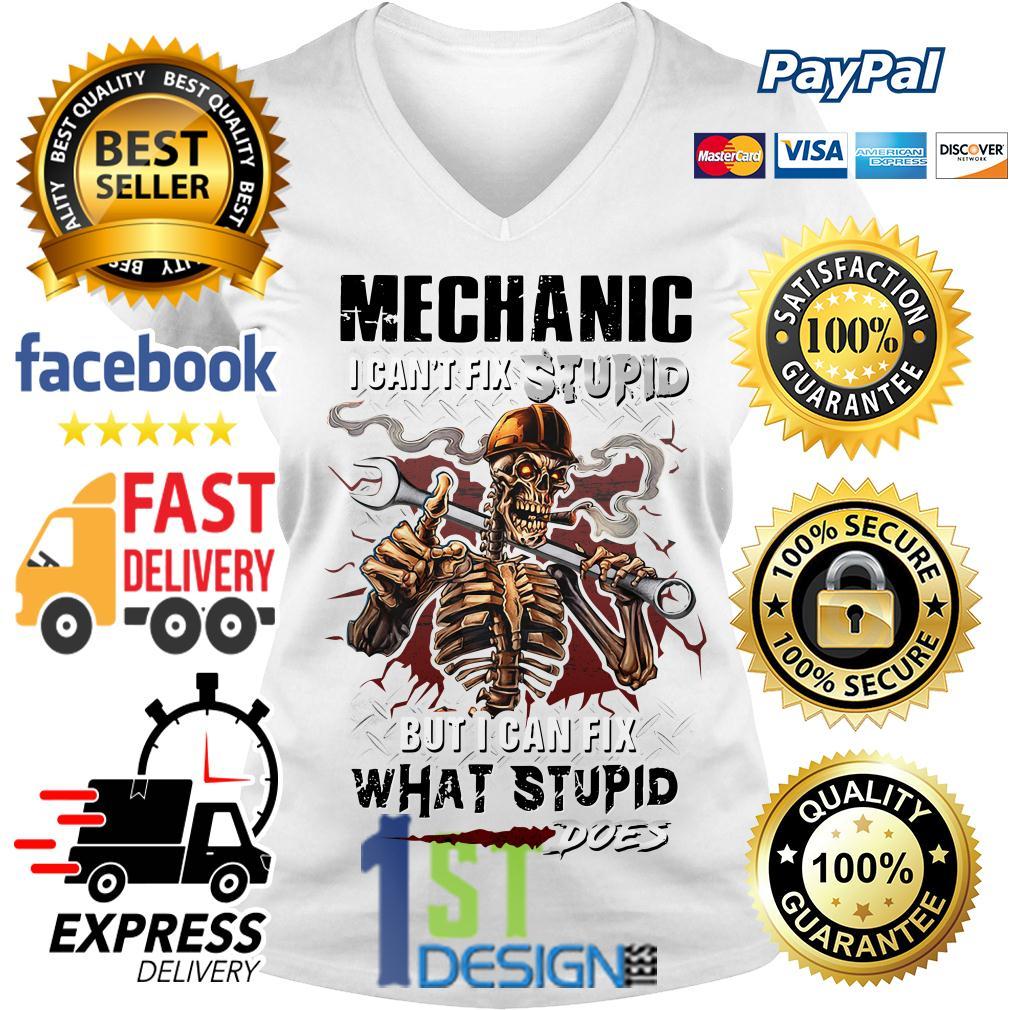 Smoking Skeleton mechanic I can't fix stupid but I can fix V-neck T-shirt