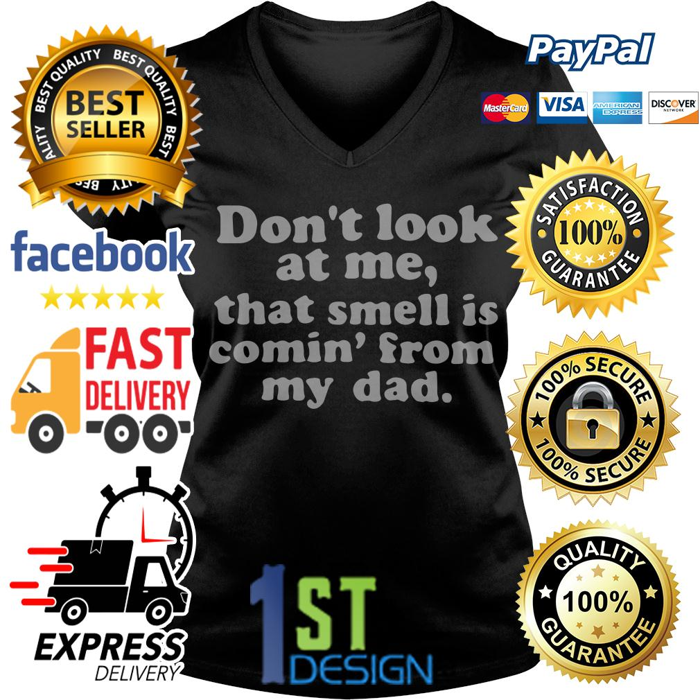 Don't look at me that smell is comin' from my dad V-neck T-shirt