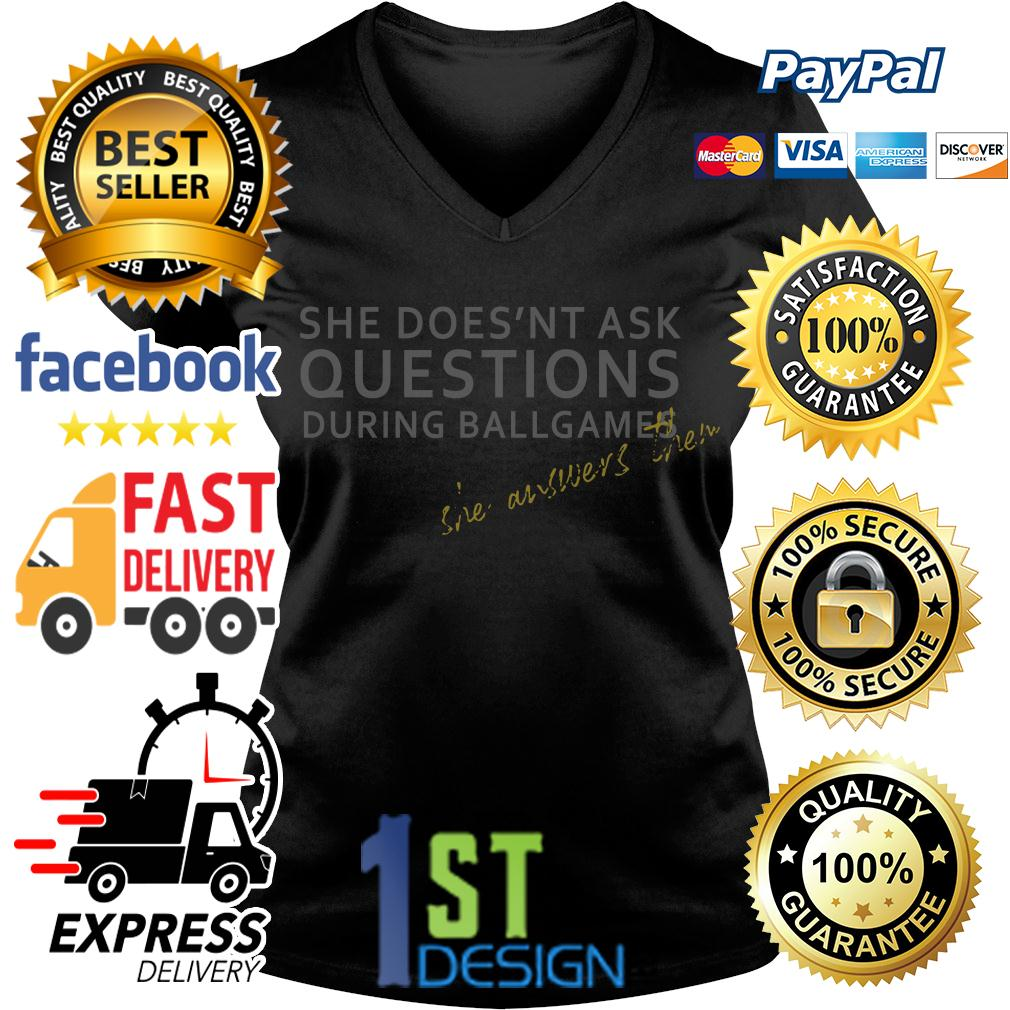 Official She doesn't ask questions during ballgames she answers them V-neck T-shirt