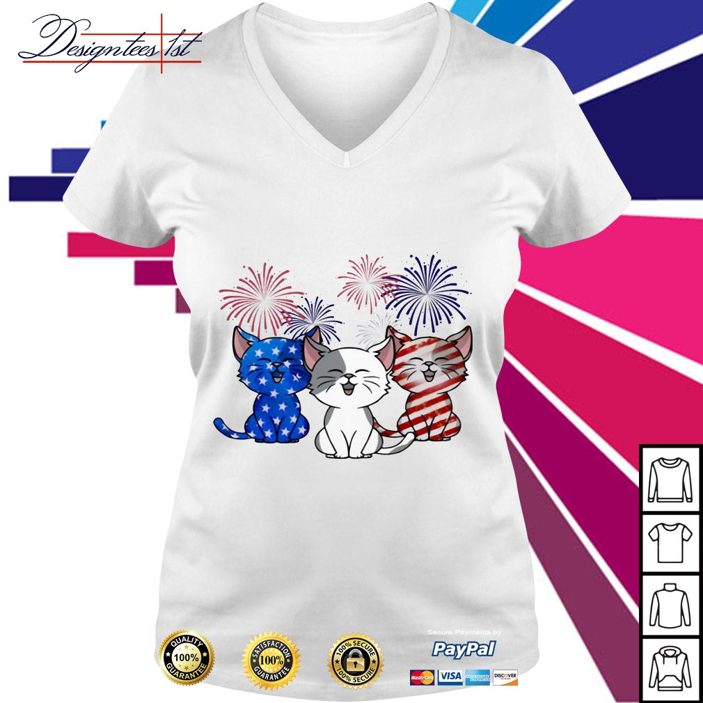 Three cats red white and blue American Flag V-neck T-shirt