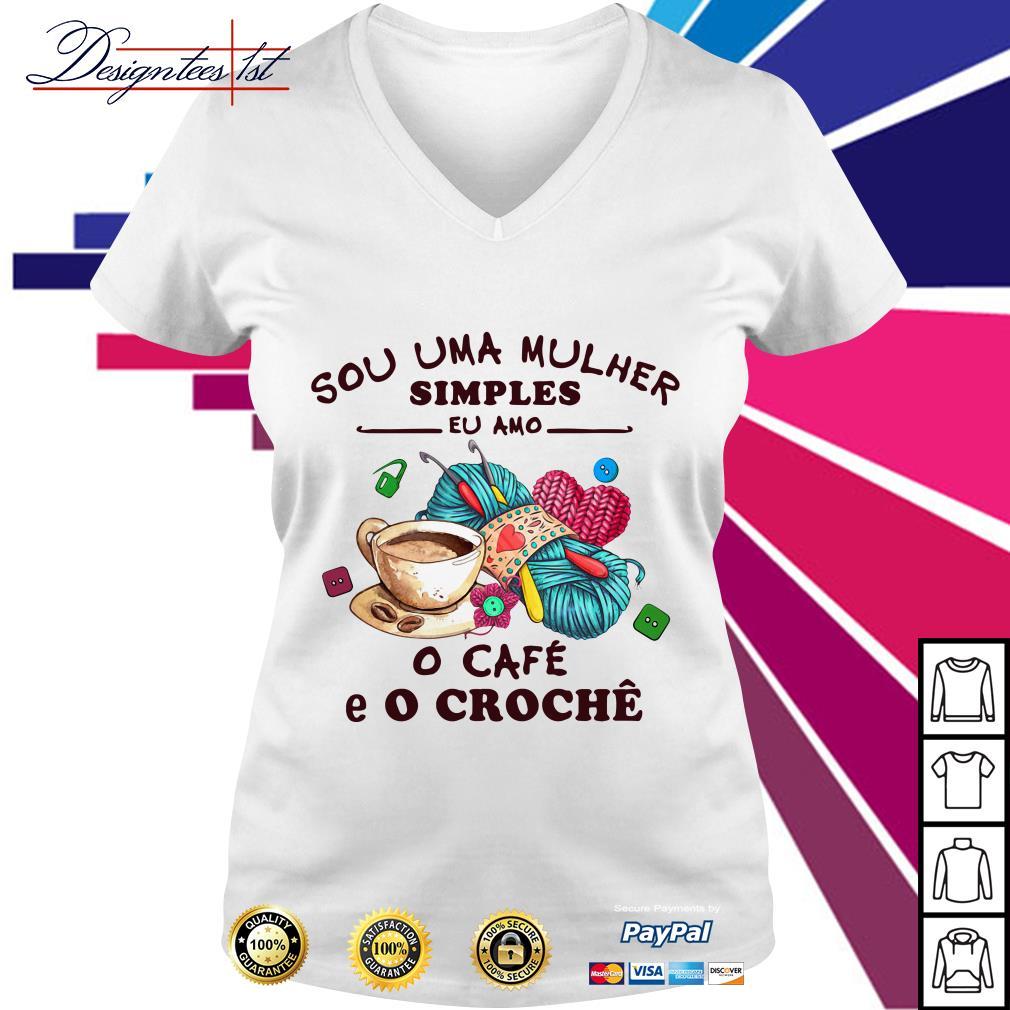 Sou Uma Mulher Simples Eu Amo o Cafe E O Croche V-neck T-shirt